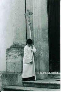 Settimana Santa 2006 - chierichetto   - Mussomeli (3162 clic)