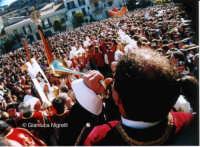 Settimana Santa 2006 - Arrivo della barella  - Mussomeli (3164 clic)