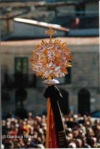 Settimana Santa 2006 - i simboli delle confraternite  - Mussomeli (3250 clic)