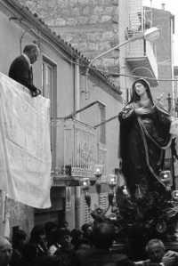 Settimana Santa - Addolorata tra i vicoli  - Mussomeli (5377 clic)