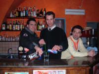 I due dj di Canicattini continuano il puzzle dei mestieri del loro paese immedesimandosi nei panni di ogni onesto lavoratore!Il secondo pezzo è il barman  - Canicattini bagni (4124 clic)