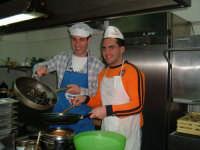 I due dj canicattinesi continuano il puzzle dei mestieri del loro paese,immedesimandosi nei panni di ogni onesto lavoratore:il terzo pezzo è il cuoco   - Canicattini bagni (3596 clic)