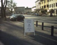 Presentazione del romanzo Il nome nemico di Nino Casamento. Uno dei tabelloni nella piazza di Rivignano (Udine)con l'annuncio dell'iniziativa  - Montagnareale (3606 clic)