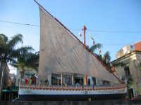 La barca dei Malavoglia sulla piazza di Aci Trezza  - Aci trezza (14839 clic)