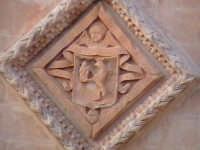 Particolare della facciata della chiesa di Santa Maria del Priorato di Sion (Croce) (XIV°sec)-Architettura pre-Terremoto del 1693-  - Scicli (1914 clic)