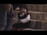 Una bimba indossa il tipico abito siciliano. SCICLI Davide Militello