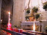 'I Sabburcara',ovvero i Santi Sepolcri che vengono allestiti per il Giovedì Santo, che a Scicli hanno un'antica tradizione. (sepolcro della chiesa di Gesu).  - Scicli (2180 clic)