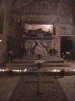 'I Sabburcara',ovvero i Santi Sepolcri che vengono allestiti per il Giovedì Santo, che a Scicli hanno un'antica tradizione. (sepolcro della chiesa del Calvario).  - Scicli (2102 clic)