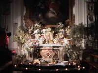 'I Sabburcara',ovvero i Santi Sepolcri che vengono allestiti per il Giovedì Santo, che a Scicli hanno un'antica tradizione. (sepolcro della chiesa del Carmine).  - Scicli (2273 clic)