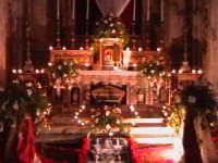 'I Sabburcara',ovvero i Santi Sepolcri che vengono allestiti per il Giovedì Santo, che a Scicli hanno un'antica tradizione. (sepolcro della chiesa di Santa Maria La Nova).  - Scicli (4068 clic)