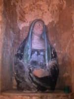 Statua delle 'Marie', ai lati dell'altare centrale della chiesa del calvario.  - Scicli (1520 clic)