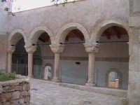 Chiostro medievale del convento di Santa Maria del Priorato di Sion (Croce) (XIV°sec)-Architettura pre-Terremoto del 1693-  - Scicli (3245 clic)