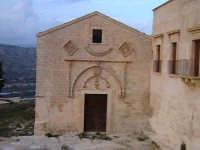 Facciata chiesa di Santa Maria del Priorato di Sion (Croce) (XIV°sec)-Architettura pre-Terremoto del 1693-  - Scicli (5343 clic)