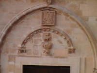 Particolare facciata chiesa di Santa Maria del Priorato di Sion (Croce) (XIV°sec)-Architettura pre-T