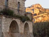 Loggiato del convento di Sant'Antonino con sullo sfondo la chiesa di San Matteo. SCICLI Davide Milit