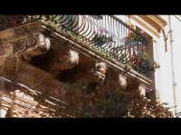 Balcone di Palazzo Veneziano-Sgarlata (sec XVIII°). SCICLI Davide Militello