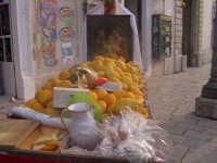Venditori di 'Piretta' per la Cavalcata di San Giuseppe. SCICLI Davide Militello