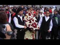 Cavalcata di San Giuseppe a Donnalucata 12 marzo 2006. Cavallo Bardato con fiori di violaciocca (balucu).  - Scicli (1890 clic)