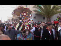 Cavalcata di San Giuseppe a Donnalucata 12 marzo 2006. Cavallo bardato con fiori di violaciocca (bbalucu).  - Scicli (2107 clic)