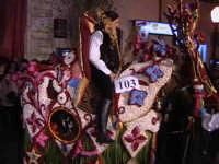 Cavalli bardati con fiori di violaciocca (BALUCU)per la Cavalcata di San Giuseppe, cavalcata che affonda le proprie radici al Medioevo, nella notte dei tempi. Decantata anche dallo scrittore Elio Vittorini nel suo libro 'Conversazioni in Sicilia'.  - Scicli (1908 clic)