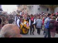 Cavalcata di San Giuseppe a Donnalucata 12 marzo 2006. Cavallo bardato con fiori di violaciocca (bbalucu).  - Scicli (1864 clic)