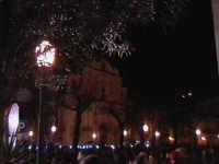 Notturno sulla Chiesa Madre attorniata dalla folla. SCICLI Davide Militello