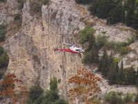 Elicottero durante lavori nella cava di San Bartolomeo. SCICLI Davide Militello