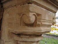 Particolare di un capitello di stile Chiaramontano del convento di Sant'Antonino (XIV°sec)-Architettura pre-Terremoto del 1693-  - Scicli (2075 clic)