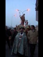 Don Ignazio La China con il nuovo simulacro di San Giuseppe che sostituisce quello del settecento. S