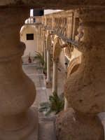 Vista del porticato interno del Palazzo Vescovile  - Mazara del vallo (1850 clic)