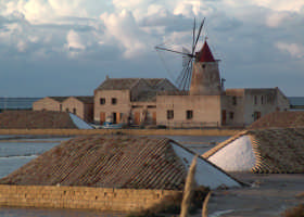 Vista del museo presso le saline dello stagnone a Marsala  - Marsala (3979 clic)