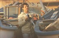 Leo fotografa le barche a Selinunte 1977  - Castelvetrano (3553 clic)