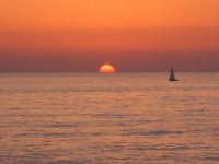 tramonto con barca  - Scoglitti (4327 clic)