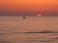 tramonto con barca  - Scoglitti (4775 clic)