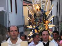 LA PROCESSIONE PERCORRE LA VIA EGITTO (NIZZA DI SICILIA). FESTA DELL'ASSUNTA A.D. 2006   - Nizza di sicilia (5284 clic)