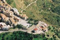 Piano San Mauro, la terrazza delle madonie da dove puoi ammirare gran parte dei paesi del circondario, Castelbuono-Pollina-Geraci Siculo-Isnello etc. Volo di Settembre 2002.  - San mauro castelverde (3817 clic)