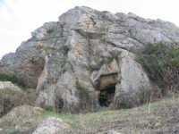 Monte Ferrante m.s.l.1178,Comune di Geraci Siculo, luogo dove insistono diverse grotte di piccole dimensioni.   - Geraci siculo (7775 clic)