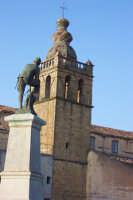 Vista del Milite Ignoto  Rapparietru  e del Campanile della Chiesa Di San Mauro Abate. (Foto Matteo Sgro')  - San mauro castelverde (1621 clic)