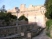 Veduta della Granfonte dal lavatoio e scorcio del palazzo del principe.  - Leonforte (3587 clic)
