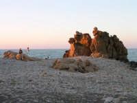 Curve frastagliate all'arancio del tramonto... e due figure...  - Castel di tusa (7008 clic)