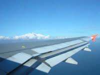 L'Etna, signori! Appoggiata sull'ala...  - Catania (3124 clic)