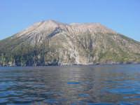 Cratere dell'Isola di Vulcano ripreso dal mare durante una gita in barca.  - Vulcano (8431 clic)