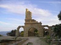 Rovine della basilica di Tyndaris. La città antica di Tindari.  - Tindari (12319 clic)
