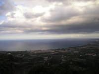 Vista panoramica di Falcone(ME) con sfondo del golfo e del capo di Milazzo.   - Falcone (6144 clic)