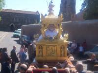 Simulacro del Cristo morto che viene portato alla Matrice sulla collina storica da dove uscirà all'imbrunire preceduto dalla Madonna Addolorata.  - Paternò (2064 clic)