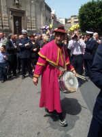 Pasqua 2006.Tamburino annunciante il passaggio della Confraternita di S.Caterina d'Alessandria.   - Paternò (2701 clic)