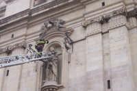 I vigili del fuoco incoronano la S.Barbara .  - Paternò (2108 clic)