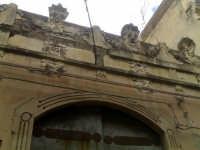 Antico borgo medievale.Il fondaco comunale,particolare della facciata.  - Paternò (3289 clic)