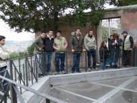 Archeoclub Paterno' in visita presso l'ultimo scavo sulla collina storica.2007  - Paternò (6299 clic)
