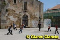 Il castello come campo di calcio  - Vittoria (2799 clic)
